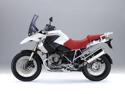 Мотоцикл BMW R1200 GS Adventure вид сбоку
