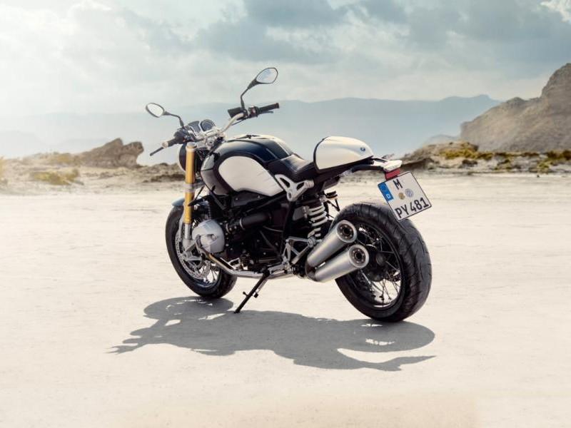 Мотоцикл BMW R nineT вид сзади