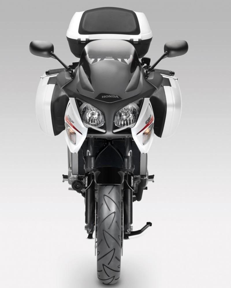 Honda CBF600SA, вид спереди