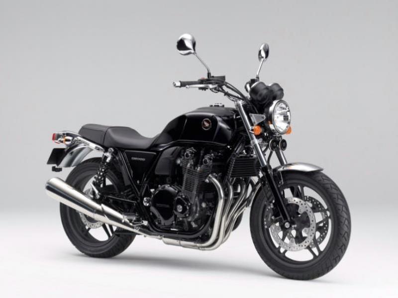 Черный мотоцикл Honda CB1100