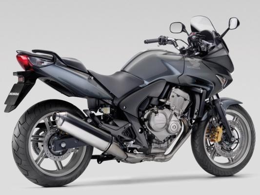 Черный мотоцикл Honda CBF600SA