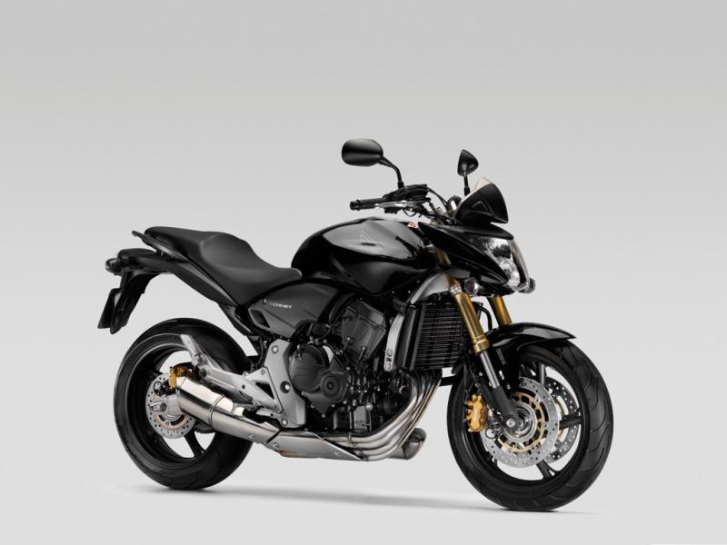 Черный мотоцикл Honda CB600FA Hornet