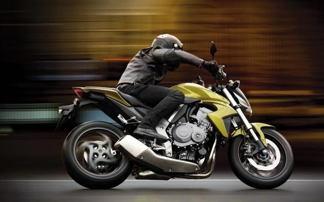 Желтый Honda CB1000RA вид сбоку