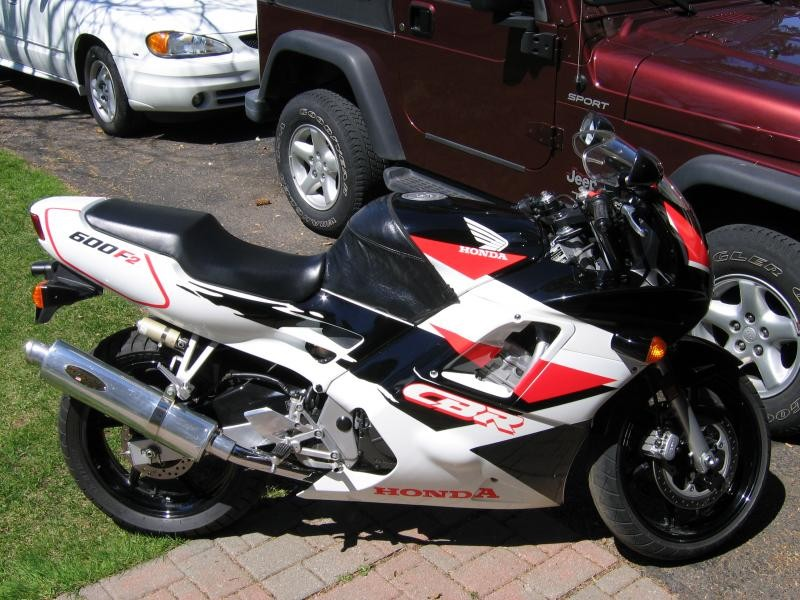 Honda CBR600F, вид сбоку