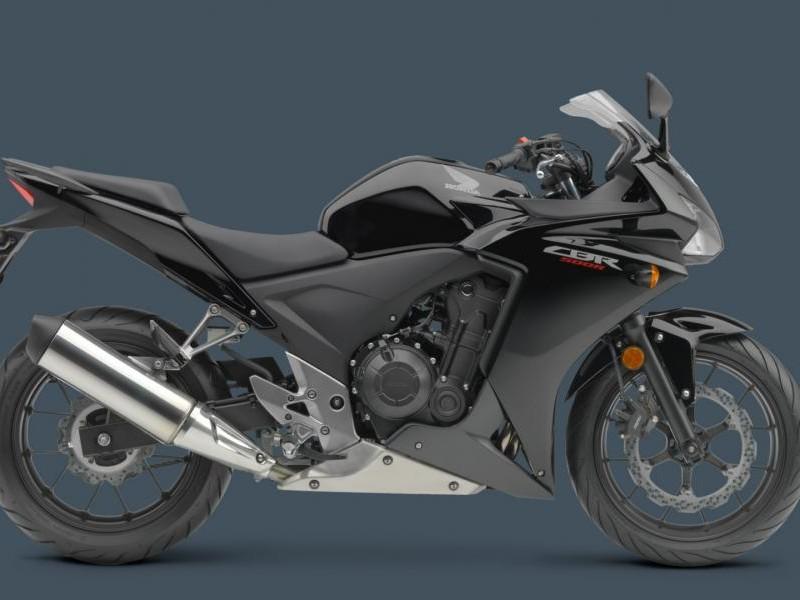 Черный Honda CBR500R, вид сбоку
