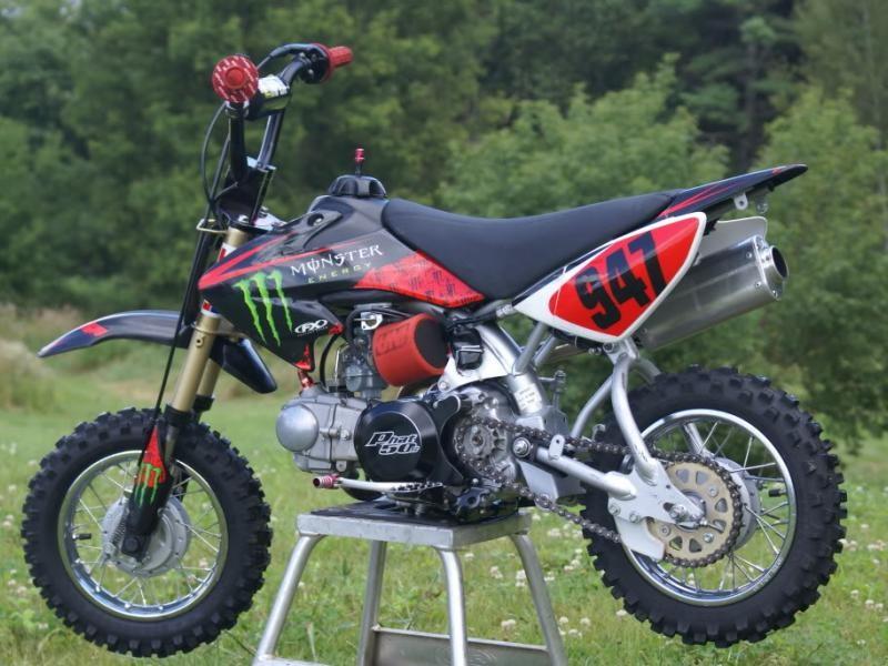 Мотоцикл Honda CRF50F вид сбоку