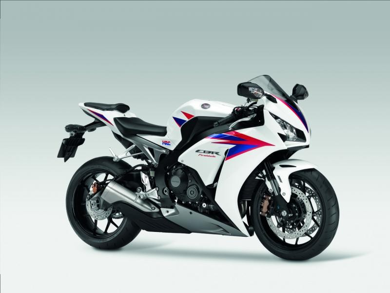 Белый Honda CBR1000 Fireblade