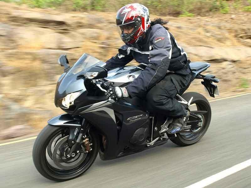 Черный мотоцикл Honda CBR1000RR Fireblade
