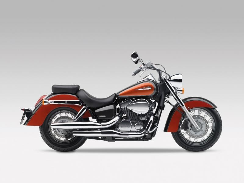 Мотоцикл Honda Shadow VT750C вид сбоку