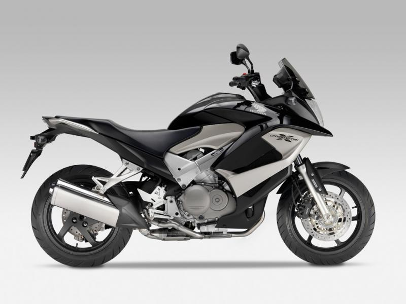 Черный Honda VFR800X Crossrunner вид сбоку