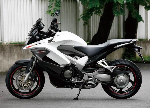 Белый Honda VFR800X Crossrunner