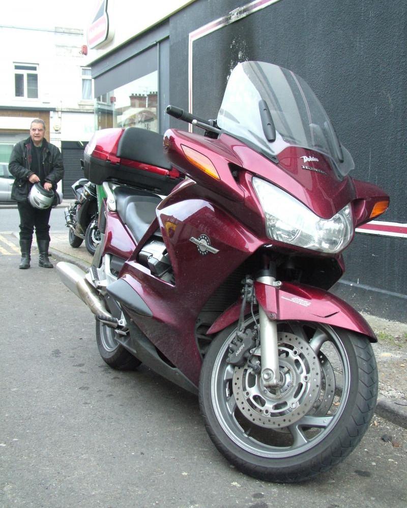 Мотоцикл Honda ST1300A Pan-European вид спереди