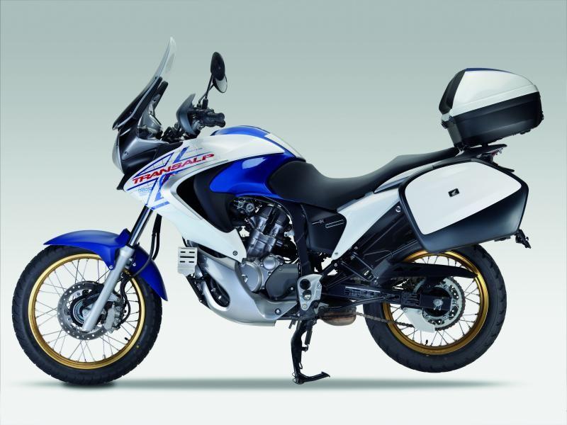 Мотоцикл Honda XL700VA Transalp вид сбоку