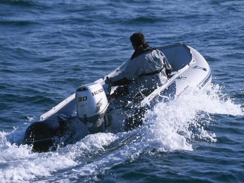 Лодка Honda T40 AE2, вид сзади