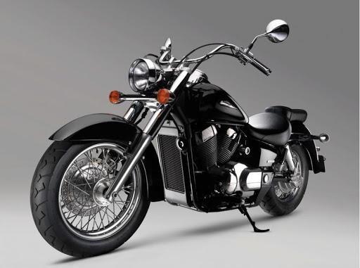 Черный Honda Shadow VT750C вид спереди