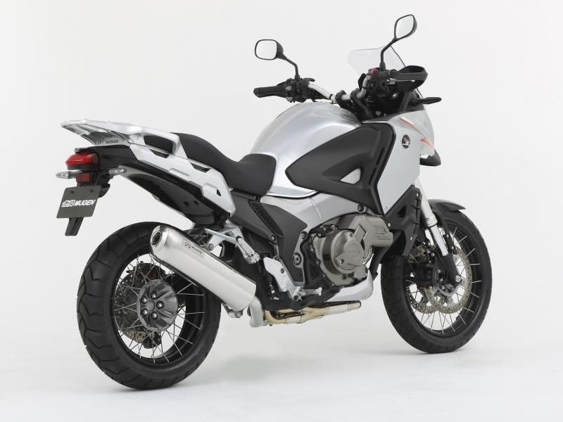 Мотоцикл Honda VFR1200 XD вид сзади