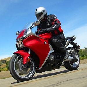 Красный Honda VFR1200FD, мотоцикл