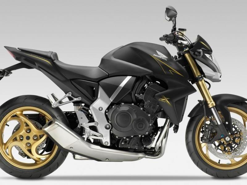 Черный Honda CB1000RA вид сбоку