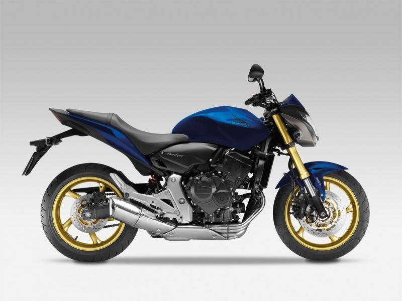 Синий мотоцикл Honda CB600FA Hornet