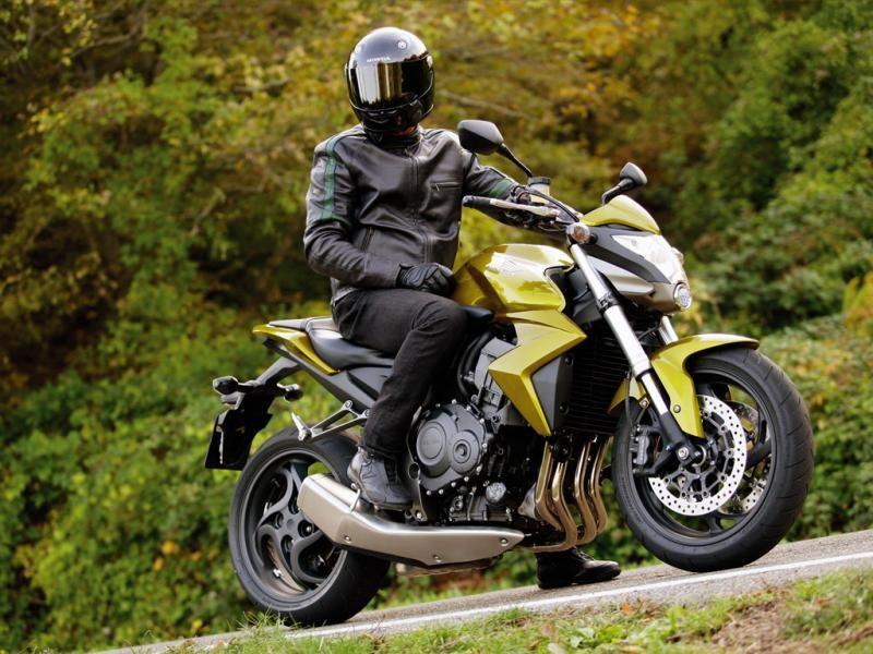 Белый Honda CB1000RA вид сбоку