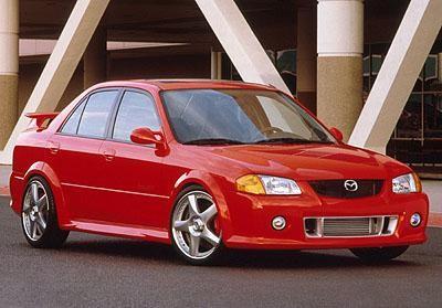 Серебристая Mazda Protege: вид сле