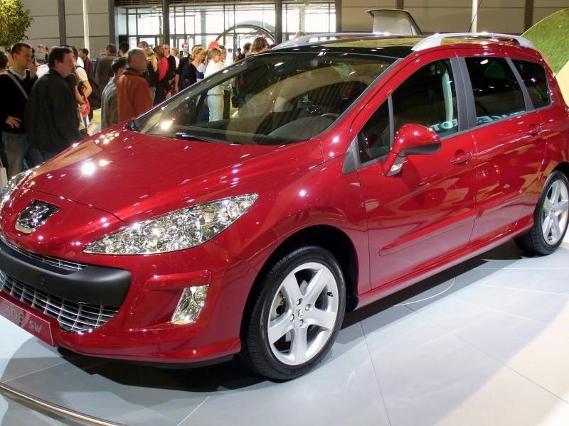 Красный Peugeot 308 SW
