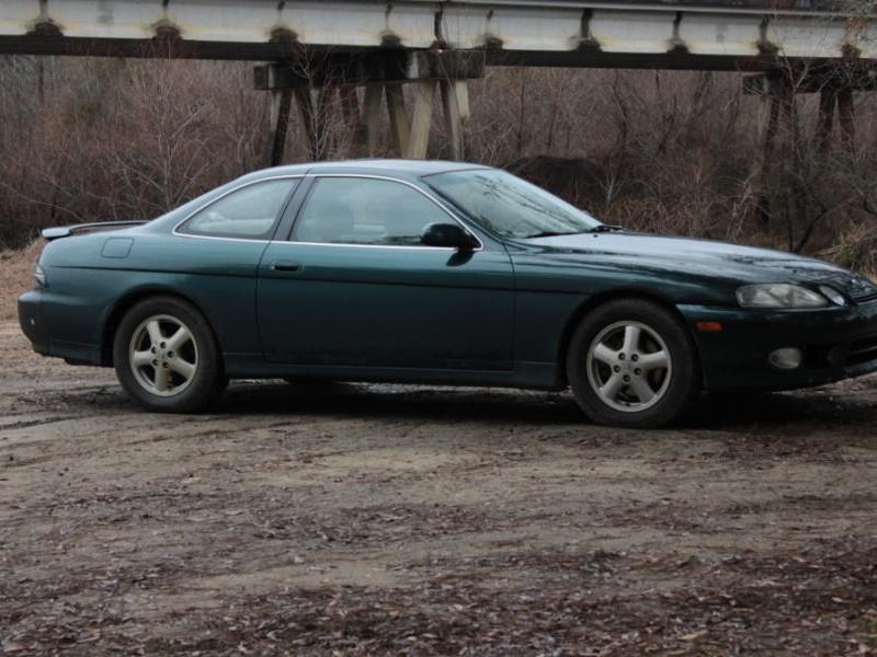 Зеленый купе Lexus SC400 вид сбоку