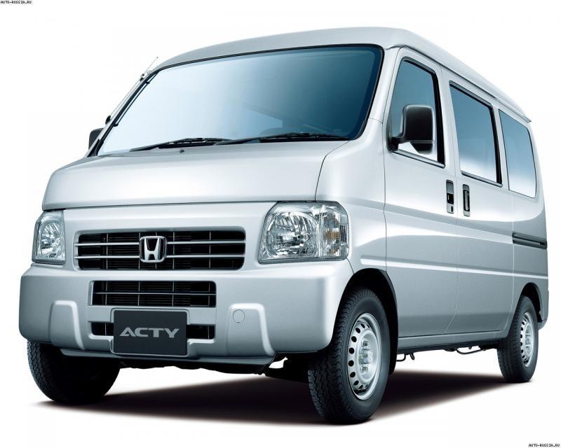 Серебристая Honda Acty: вид спереди снизу