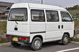 Белая Honda Acty: вид сзади справа