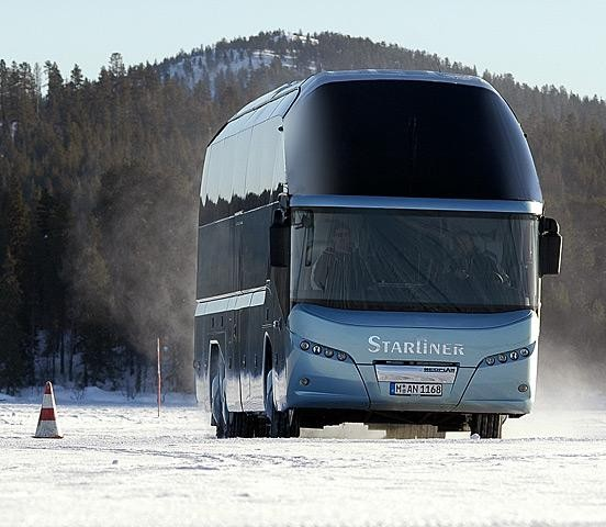 Автобус MAN Neoplan Starliner вид спереди