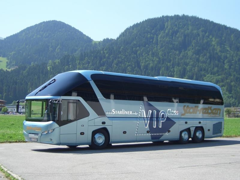 Автобус MAN Neoplan Starliner вид сбоку