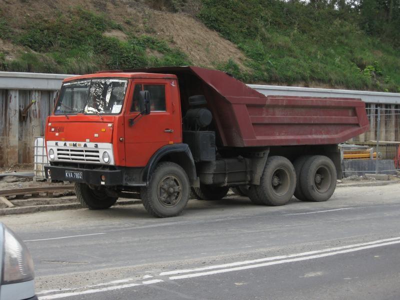 Красный самосвал КАМАЗ 5511