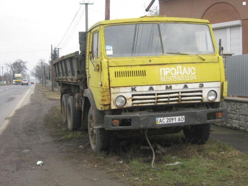 Желтый КАМАЗ 5511, вид спереди