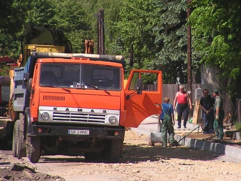 Красный КАМАЗ 5511 вид спереди
