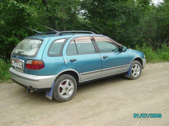 Сине-зеленый Nissan Serie S-RV