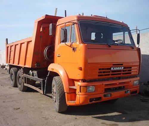 Оранжевый КАМАЗ 6520, самосвал