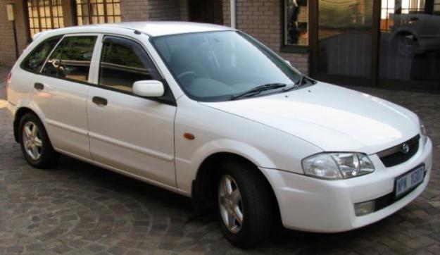 Белый Mazda Etude