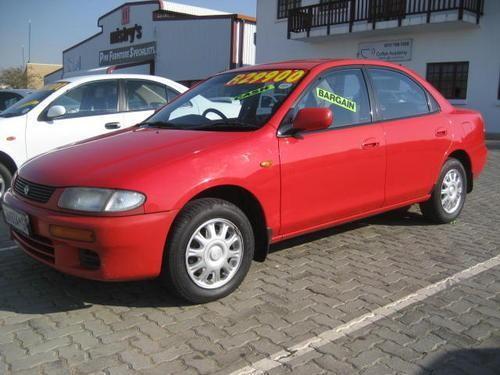 Красный седан Mazda Etude