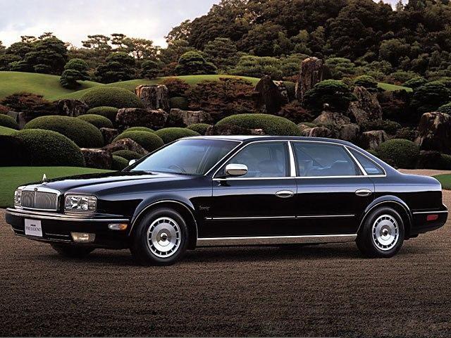 Черный  Nissan President на улице