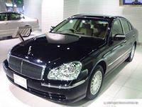 Черный  Nissan President: вид спереди слева