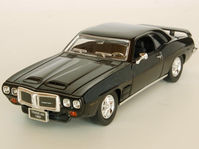 Серебристый Pontiac Firebrid