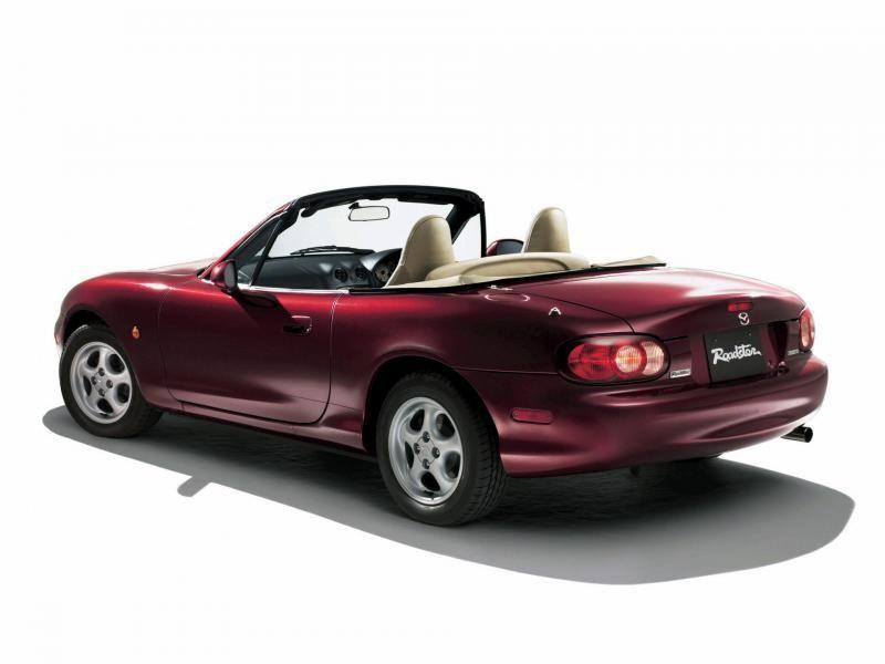 Бардовая Mazda Roadster