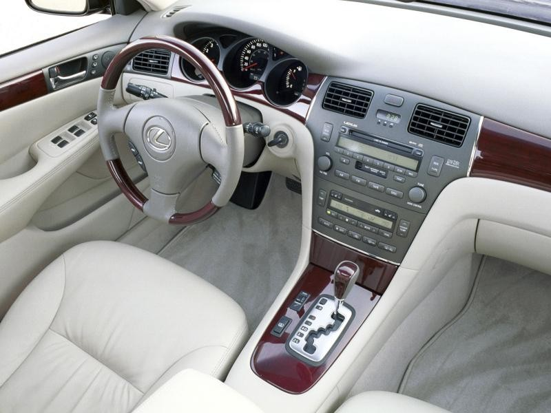Белый салон, руль, кпп Lexus ES330