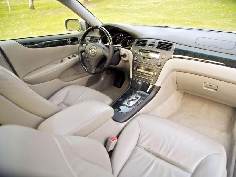 Белый салон Lexus ES330