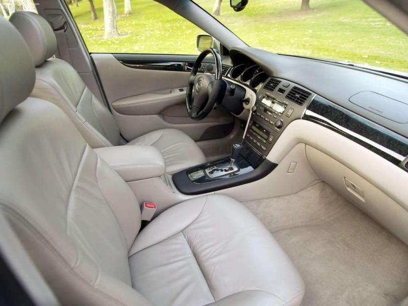 Бежевый салон Lexus ES330