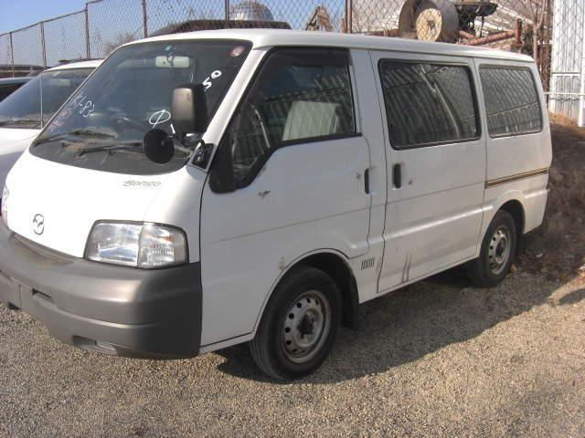 Белый Mazda Bongo Van - вид сбоку