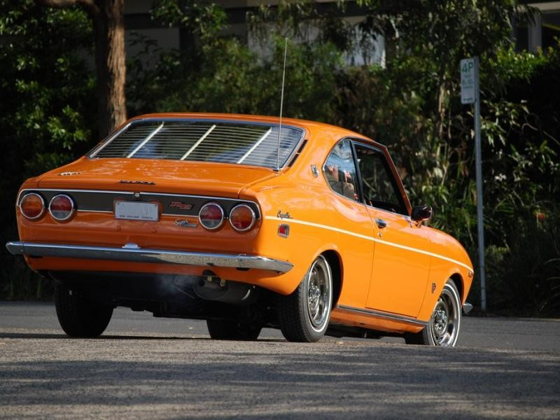 Mazda Capella Coupe вид сзади
