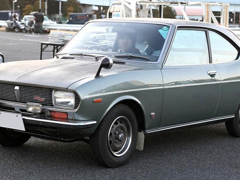 Серебристый Mazda Capella Coupe вид сбоку