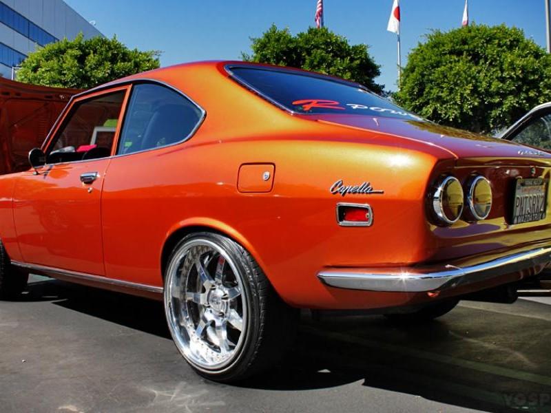 Оранжевый Mazda Capella Coupe вид сзади