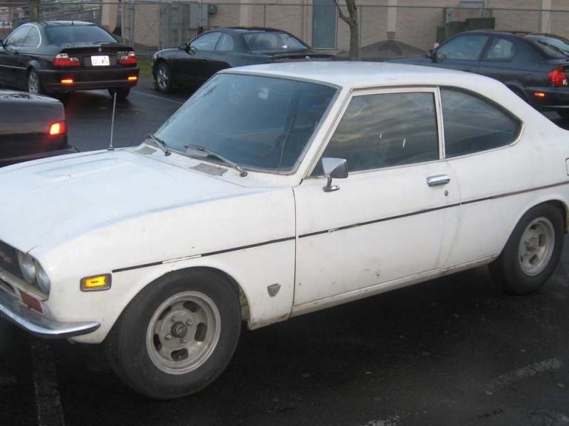 Белый Mazda Capella Coupe